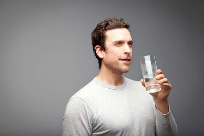 एक दिन में कितना पानी पीना चाहिए?