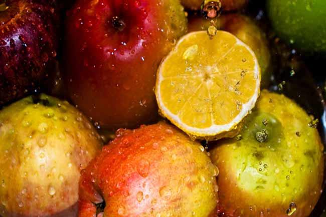 क्या पानी की जगह रसीले फल ले सकते हैं?