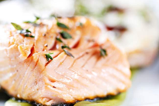 सूजन को कम करने के लिए मछली का सेवन