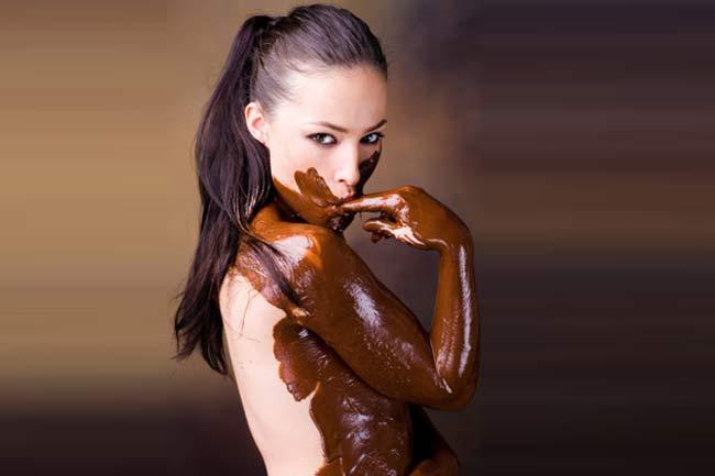 चॉकलेट बॉडी पेंट