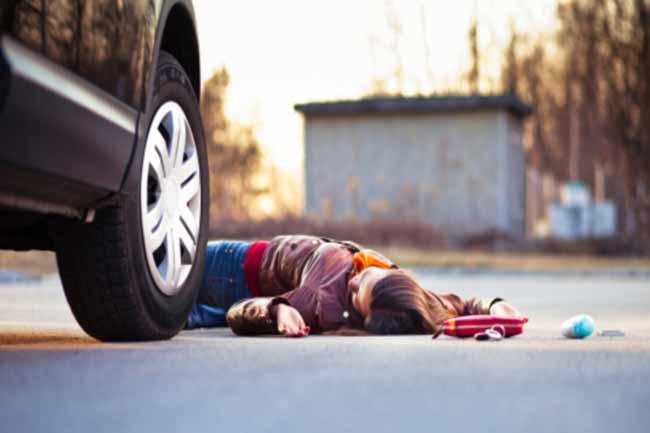 सड़क दुर्घटना होने पर