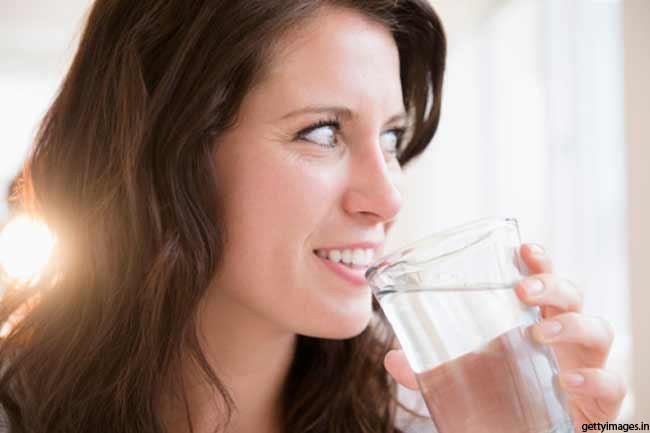 पर्याप्त मात्रा में पानी लें