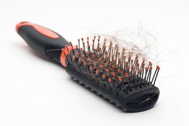 बालों का टूटना