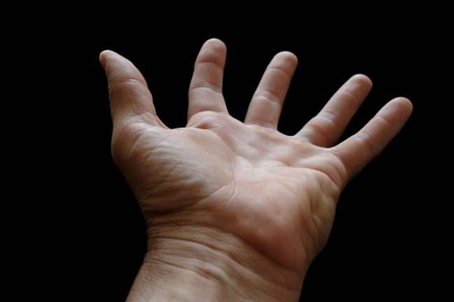 मोटी और घुमावदार अंगुली