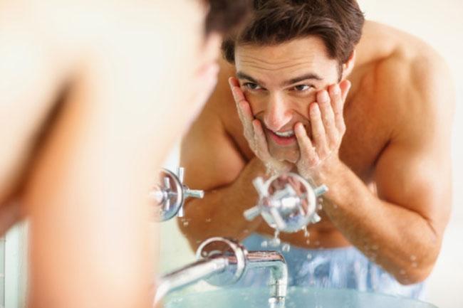 चेहरे को धोने का बेहतर तरीका क्या है ?