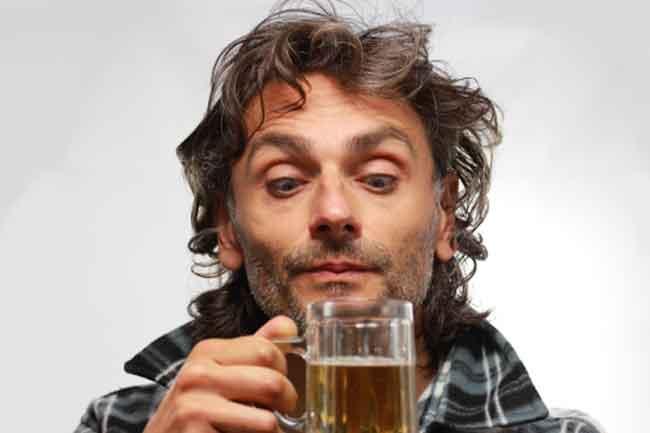 पीने के बाद भारतीय पुरुष