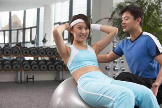 बॉल से करें व्यायाम