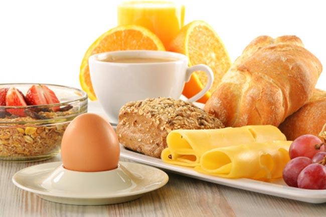 पौष्टिक नाश्ता न करना