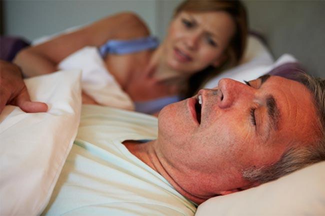 नींद की कमी और खर्राटे