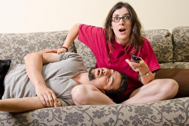 टीवी व अन्य अवरोधों को बेडरूम से दूर करें