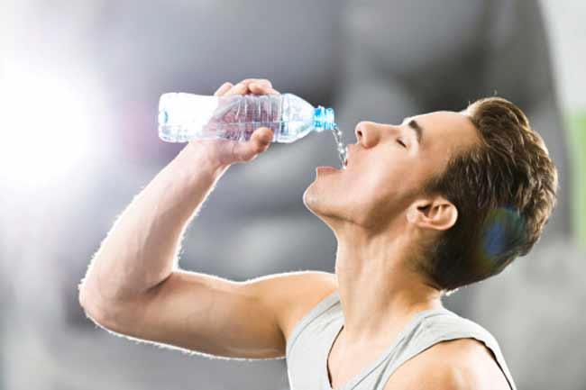 प्लास्टिक की पानी की बोतलों से बचें