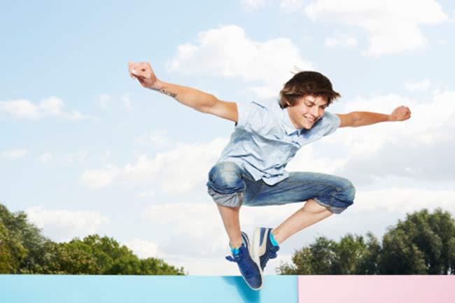 स्नोबोर्डर जम्प्स (Snowboarder jumps)