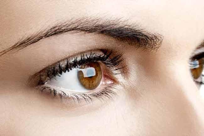 दाहिने आंख पर तिल