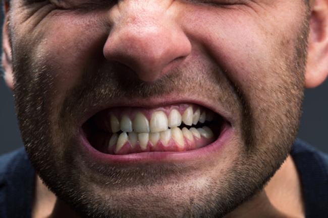 दांतों को पीसना