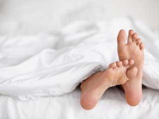 हाथ व पैरों में होने वाली खुजली के कारण, विशेषकर रात के समय