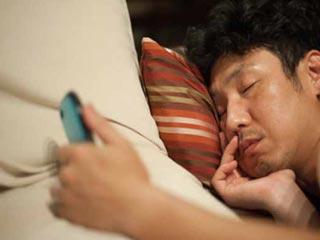 बेडरूम में सेलफोन न रखने के सात कारण