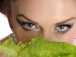 आहार जो रखें आंखों की चमक बरकरार