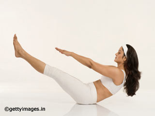 Boat Pose Yoga to Reduce Belly Fat