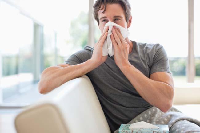 बीमार होने पर घर रुकें