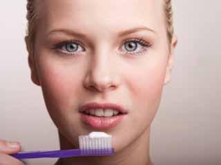 टूथपेस्ट के सात प्राकृतिक विकल्प