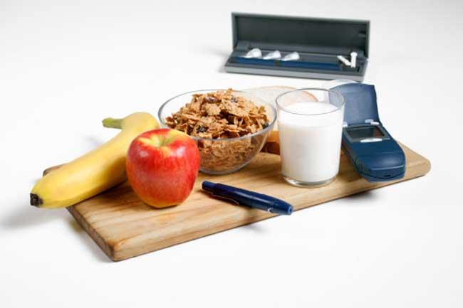 डायबिटिक को घरवालों से अलग खाना चाहिए