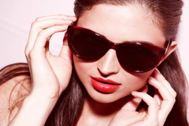 धूप के चश्में पहनें