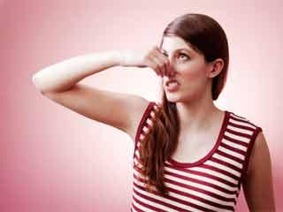 घरेलू उपचार से दूर करें बालों की बदबू