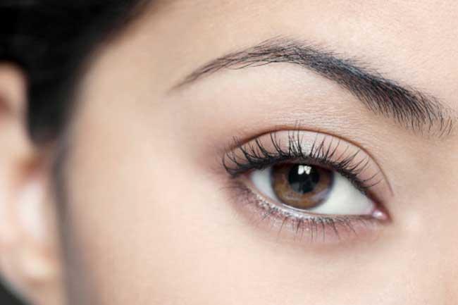 आंखों को नम बनायें