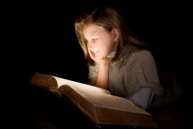 Myth 2:Reading under Dim Light or Reading Fine Print can Damage Vision
