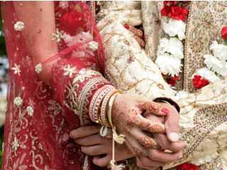 कम उम्र में शादी करने वालों को आती है ये 7 परेशानियां