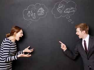 पैसे से जुड़ी आदतें बिगाड़ सकती हैं आपका रिश्ता
