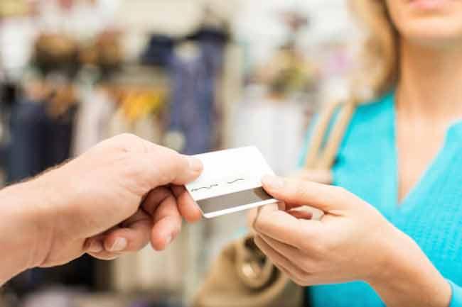 पार्टनर के क्रेडिट कार्ड का उपयोग