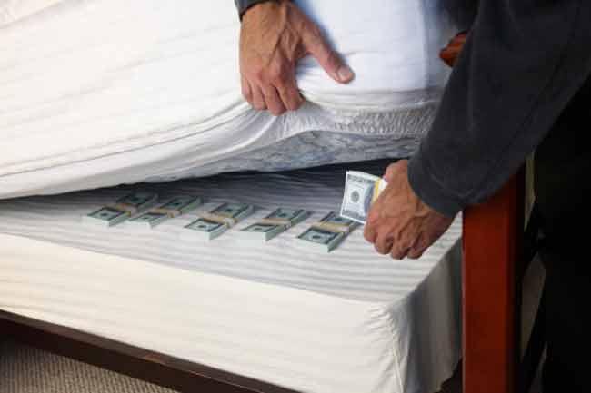 पैसा छिपाएं