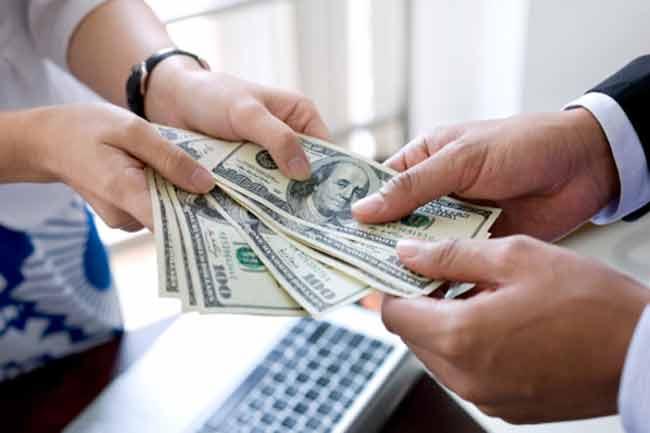 हमेशा दूसरों से पैसे उधार लेना