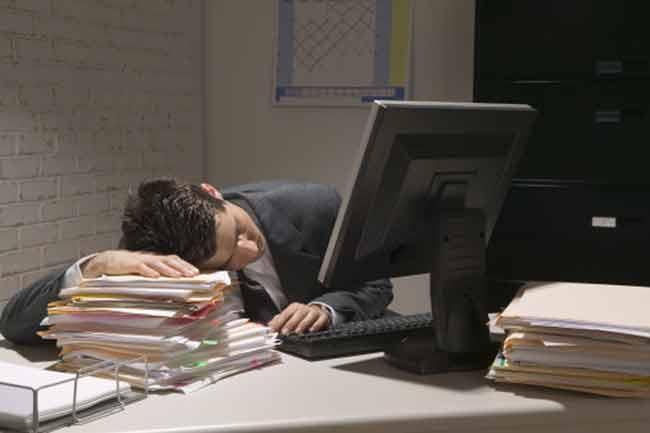 नींद की कमी का काम पर असर