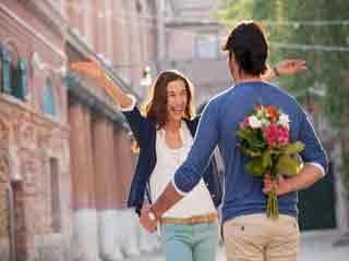 बॉडी लैंग्वेज के इशारे बना सकते हैं आपके रिश्ते को मजबूत