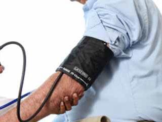उच्च रक्तचाप के इन लक्षणों को न करें नजरअंदाज