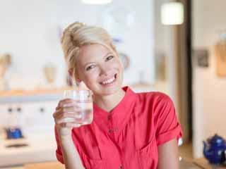 पर्याप्त पानी पीना सेहत के लिए है जरूरी, ऐसे पिएं!