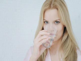 हर रोज गर्म पानी पीने के स्वास्थ्य लाभ