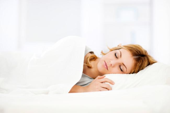 पूरी नींद लें और व्यायाम करें