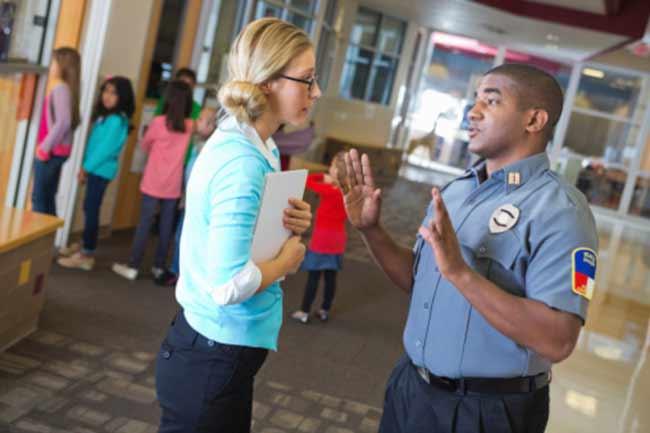 पुलिस की मदद