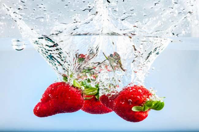 स्ट्रॉबेरी और नींबू