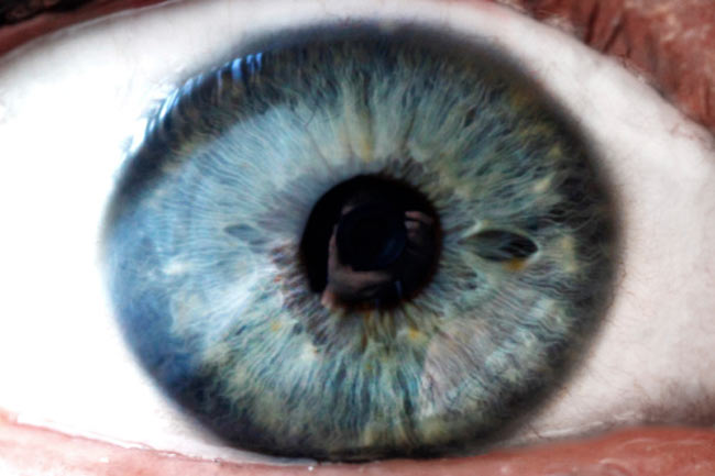 क्या यह आंखों को नुकसान पहुंचाता है