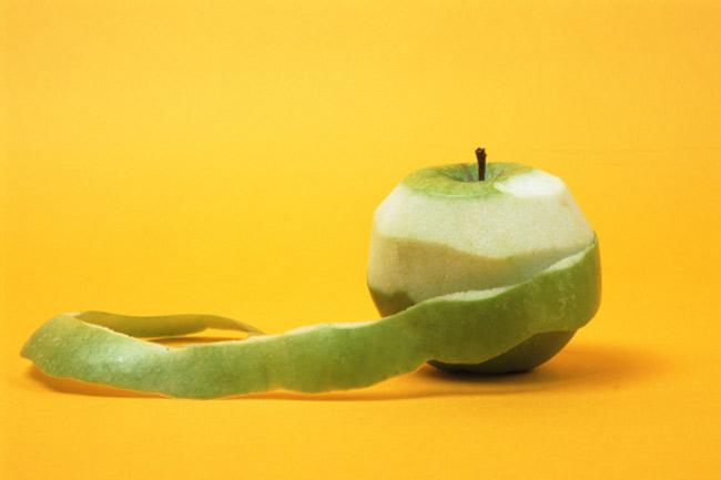 छीलकर खाएं फल