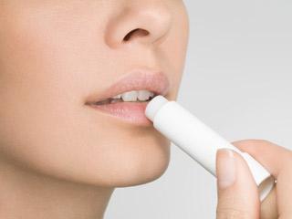 घरेलू नुस्खे जो होंठों को ड्राई होने से बचाए