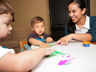 अपने बच्चे के लिए कैसे ढूंढें एक अच्छी नैनी