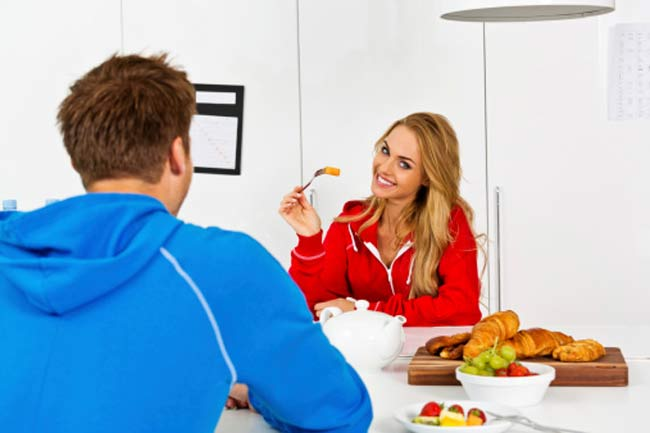 घर में बना खाना खाएं