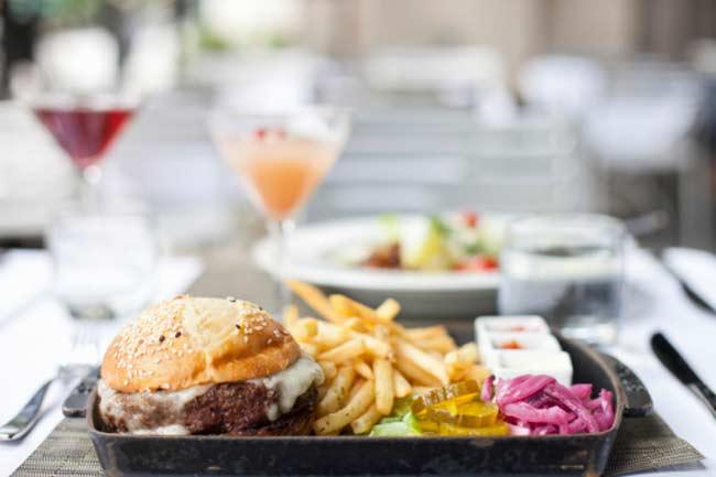 खुद रेस्तरां कहते हैं कि, 'फास्ट फूड मत खाइए!'