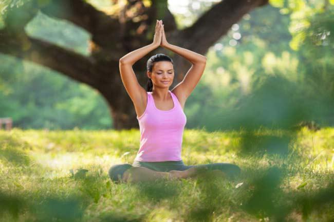 योग और व्यायाम करें