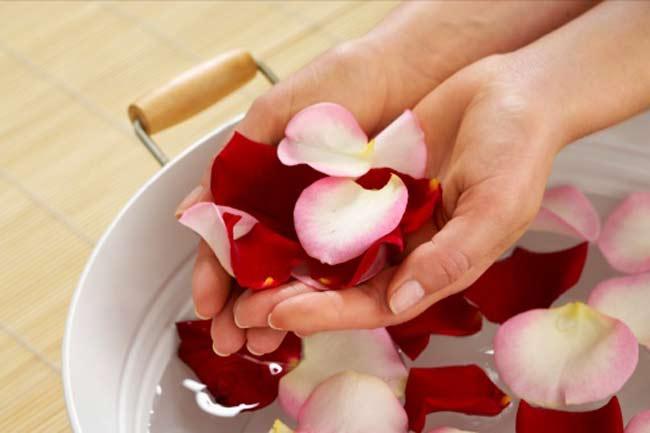 गुलाब जल का रोजमर्रा में प्रयोग